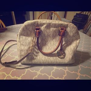 Mochar Kors Vanilla Satchel/Crossbody with Wallet